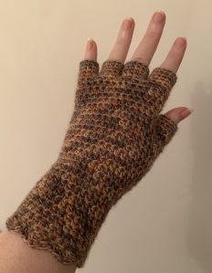Beige mix crocheted half fingered glove